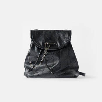 Women's Bag 2021 New Black Flip Soft Shoulder Bag Large Capacity Chain Bag Fashion Lingge Leather Backpack Women 1