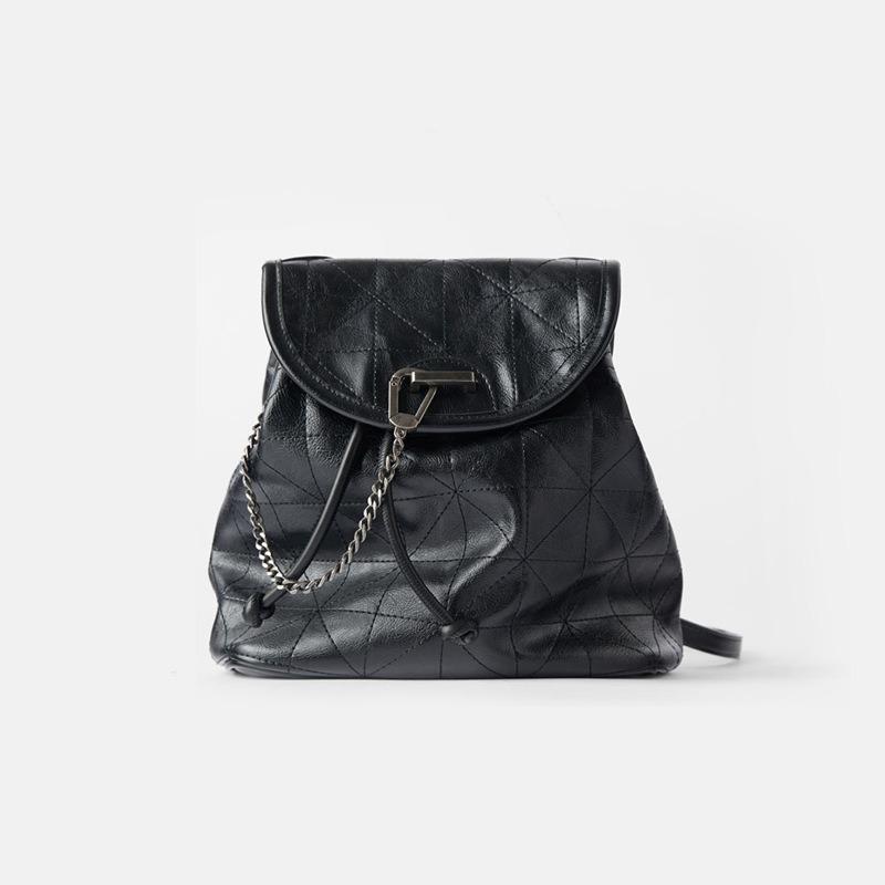 Women's Bag 2021 New Black Flip Soft Shoulder Bag Large Capacity Chain Bag Fashion Lingge Leather Backpack Women