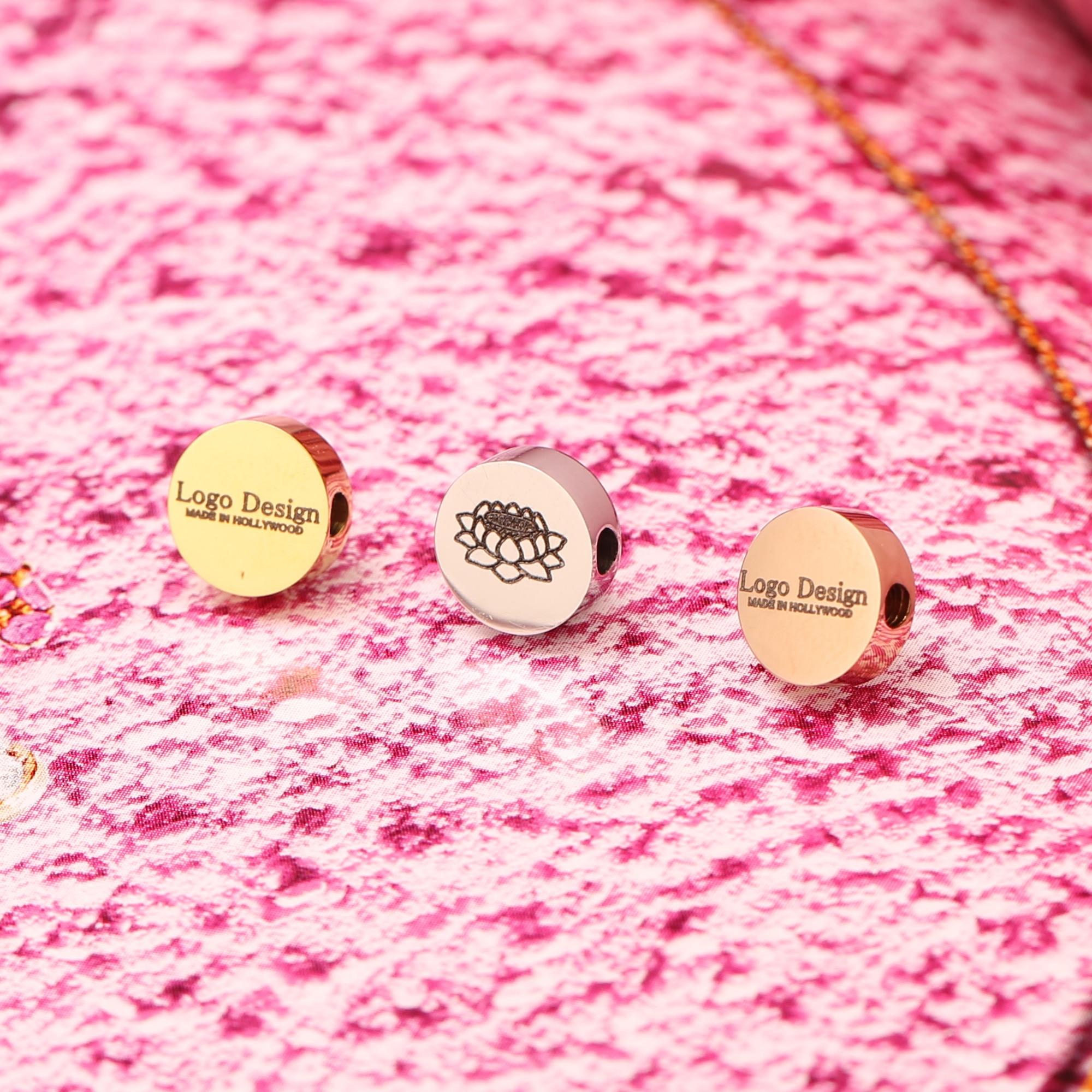 Darmowa wysyłka 10 sztuk 8MM okrąg ze stali nierdzewnej grawerowane Logo wycinane laserem koraliki dostosowane do DIY tworzenia biżuterii, PVD poszycia, LG10