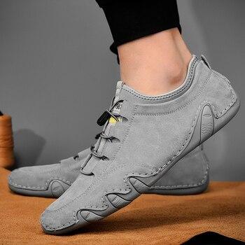 Zapatillas de piel de cuero vacuno para hombre, mocasines, zapatos a la moda, calzado para conducir para hombre, zapato suave, mocasín para hombre