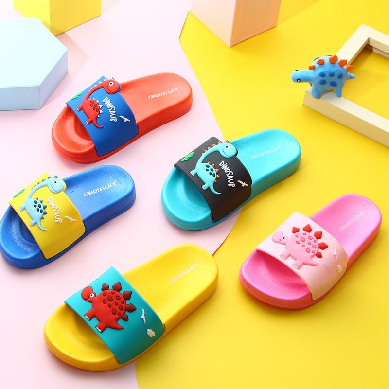 Шлепанцы Детские с динозавром, дышащие Нескользящие, домашние тапки для мальчиков и девочек, обувь для начинающих ходить детей, 2020