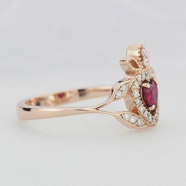Фото женское кольцо из розового золота вечерние красным цирконом цена