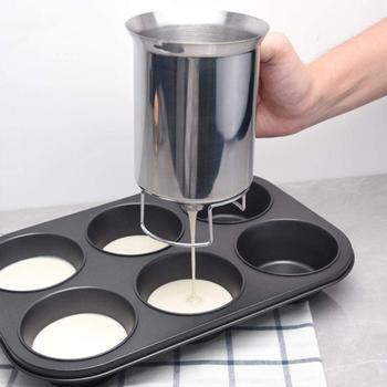 900ML dozownik ciasta naleśnikowego dozownik ciasta ze stali nierdzewnej narzędzia do pieczenia ciasta do pieczenia ciasta gofry gadżety akcesoria kuchenne tanie i dobre opinie intelitopia Ciasta miksery Ekologiczne Zaopatrzony Batter dispenser STAINLESS STEEL Ce ue