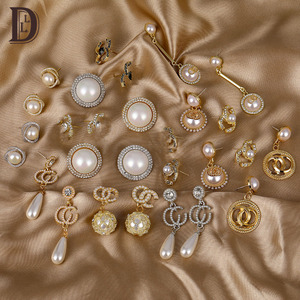 LINDLEY Retro Dangle irregular Earrings for women Luxury white brown pearl zircon Charm stud earring Korean fashion jewelry 2020