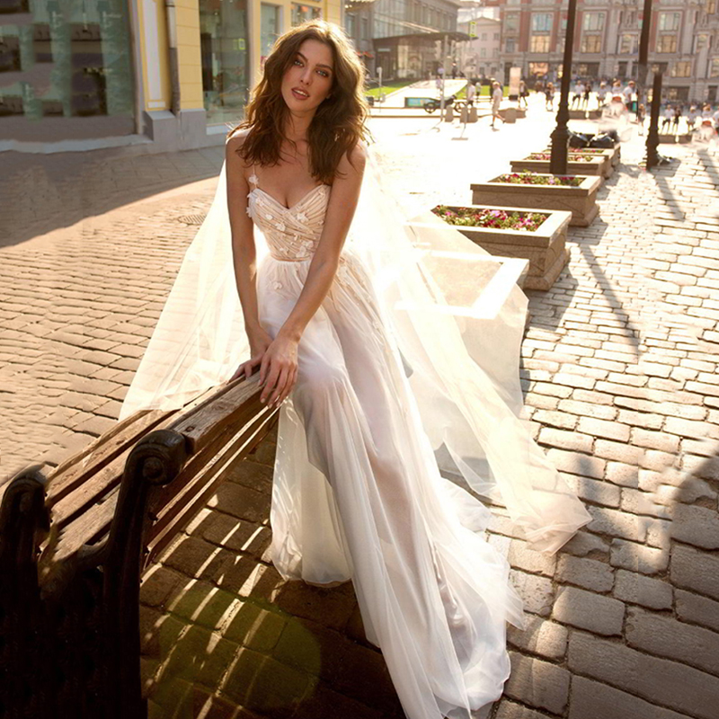 Sweetheart Spaghetti Straps Bride Dress Sexy Simple Beach Wedding Dress 2020 Elegant 3D Flowers Beach Bridal Gown
