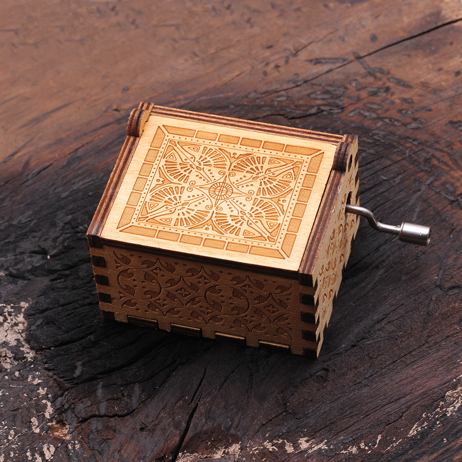 New Carved Queen Music Box Star Wars Game of Throne Castle In The Sky Hand Cranked Wood Music Box Christmas Gift - Цвет: HP
