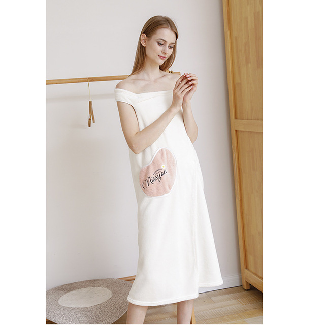 Simple Household Coral Velvet Thick Absorbent Bath Towel Can Be Used to Wash Fast-Dry Adult Bathrobe No Hair 2