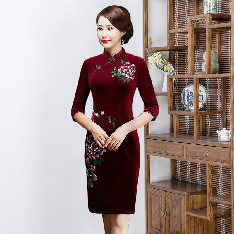 2019 New Arrival Velvet Cheongsam Dress Hand-painted Improved Slim Seven Part Retro Mother's Wear For Middle-aged And Elderly
