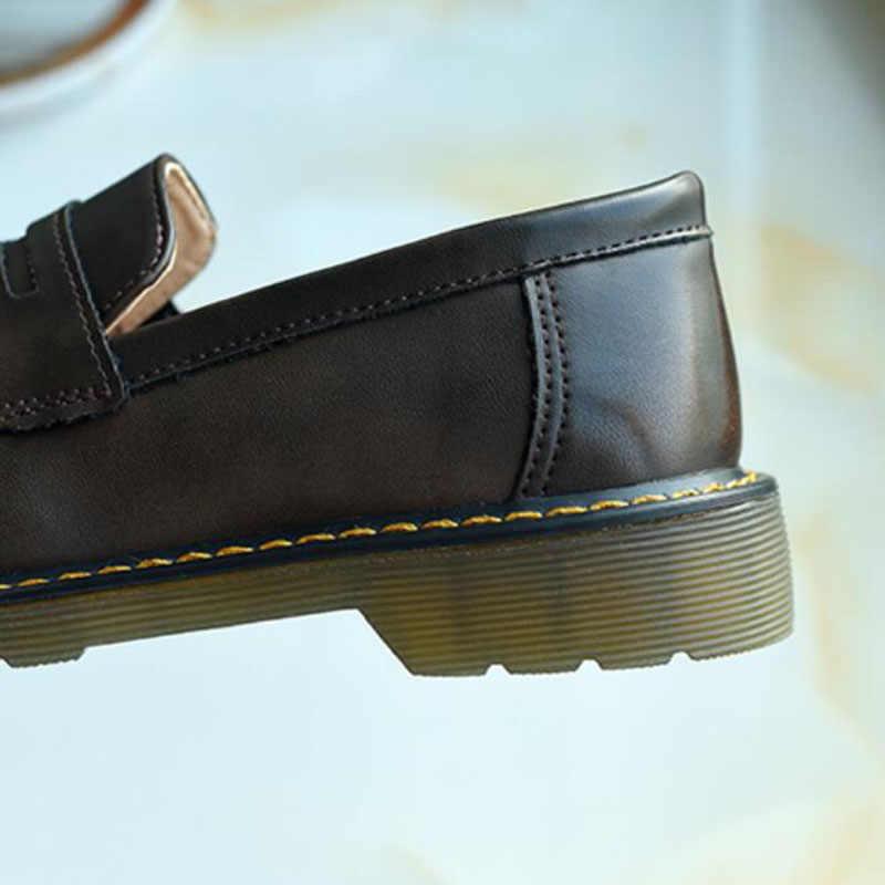Vintage loafer ayakkabılar için kadın PU deri düz topuk ayakkabı kadın İngiliz tarzı Brogues daireler Retro kahverengi siyah Chaussures Femme