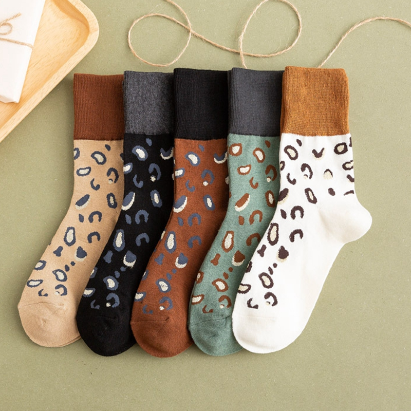 Fashion Street Model Leopard Print Cotton Women Socks Latest Trendy Crew Socks New Autumn Winter High Quality Hit Color Socks
