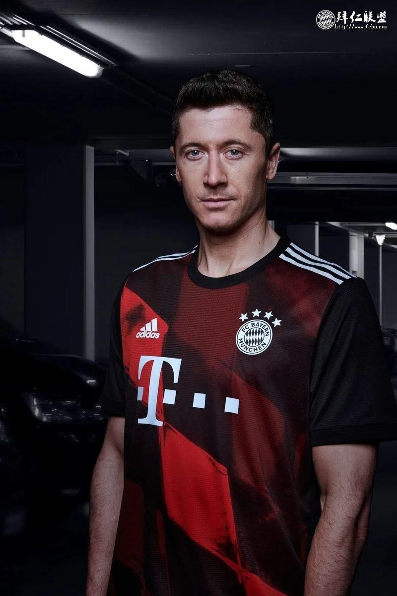 拜仁发布2020/21赛季欧冠球衣2