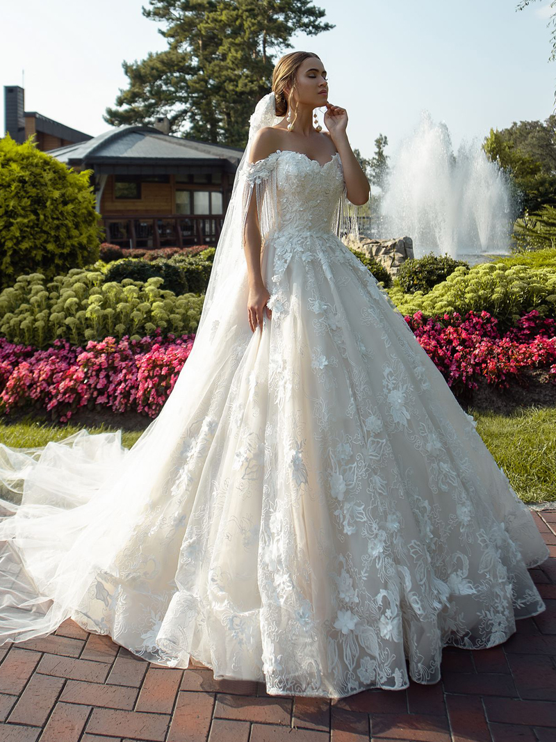 Wedding-Dress Charming Flowers Court-Train Lace Appliques Princess New Gorgeous Sweetheart
