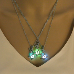 Vinage Glow in the Dark Necklace with Silver Color Cute Dog Shaped Luminous Stone Locket Pendant Choker Necklace for Unisex Gift