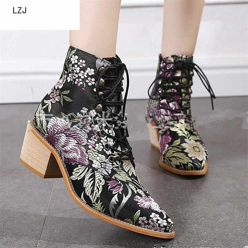 LZJ 2019 ใหม่ฤดูใบไม้ร่วง Retro ผู้หญิงเย็บปักถักร้อยดอกไม้สั้น Lady Elegant Lace Up รองเท้าข้อเท้าหญิง Chunky Botas ขนาด 35-43