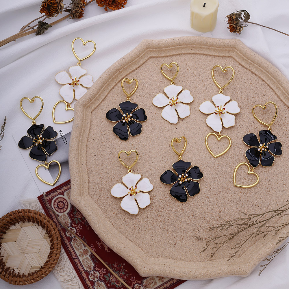 2020 New Bohemian Fashion Black White Flower Hollow Heart Long Dangle Earrings Party's Froal Statement Earrings For Women