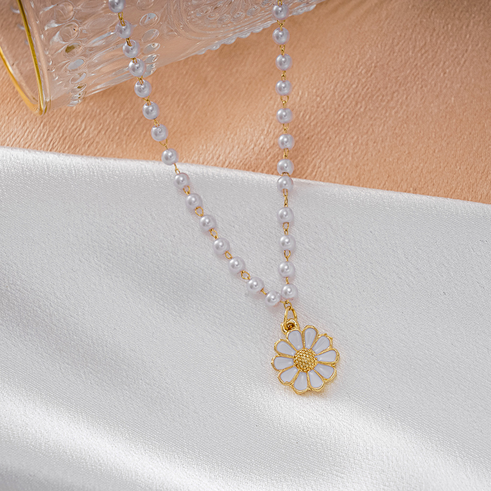 2021 White Flower Pearl Necklace Cold Wind High Chain Chrysanthemum Clavicle Jewelry Wholesale. Sunshine Sunflower Necklace