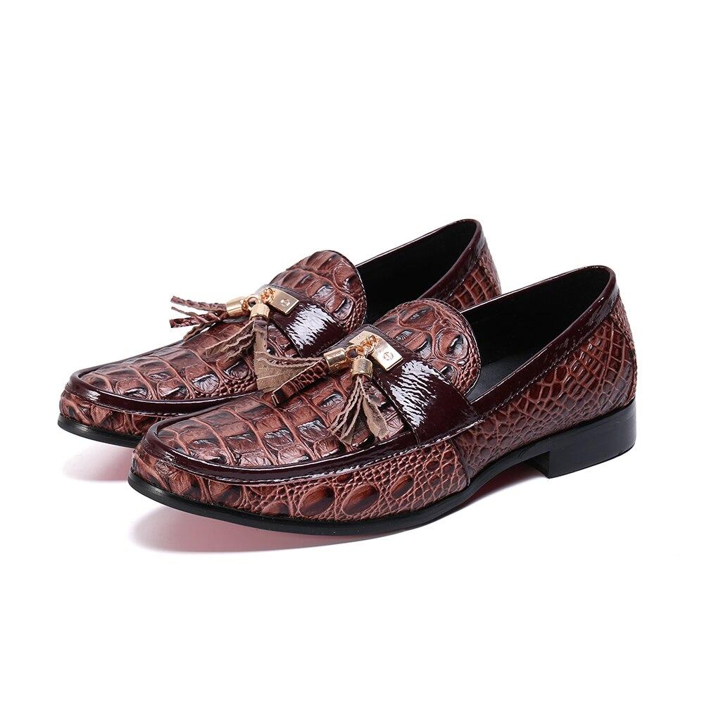 Zapatos casuales para hombre moda marrón borla hombres mocasines marca de lujo hombres zapatos de negocios Slip On zapatos de boda