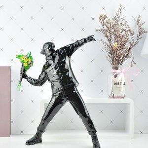 Image 3 - שרף צלמית אנגליה רחוב אמנות בנקסי פרח מפציץ פיסול פסל מפציץ polystone איור אסיפה אמנות צעצוע