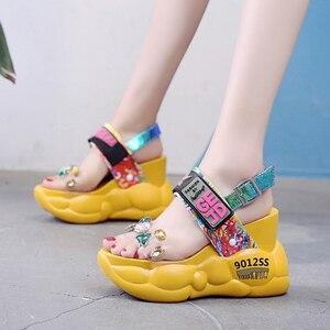 Image 4 - Rimocy tıknaz platformu büyük rhinestones pvc sandalet kadın yaz moda şeffaf süper yüksek topuklu takozlar sandalias mujer 2019