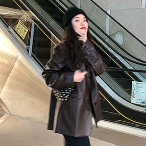 Image 2 - LANMREM 2020 jednokolorowy Pu skórzany luźny, z klapami jednorzędowy vintage kurtka z charakterem jesień nowy szczupły płaszcz kobiety 19B a563