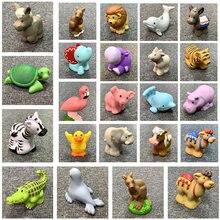 1pc fisher figura bonecas pouco mini pessoas zoológico animal baleia leão dos desenhos animados figura brinquedos para a criança bonito presente de natal