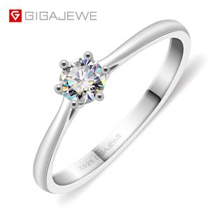 Image 1 - Gigajewe 0.3ct 4Mm Ronde Cut Ef VVS1 Moissanite 925 Zilveren Ring Diamanten Test Geslaagd Mode Vriendin Vrouwen Kerstcadeau