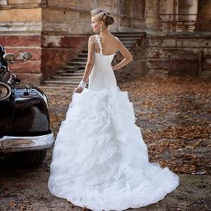 Image 2 - אפליקציות ואגלי פנינים קפל לבן חצוצרת חתונת שמלות עם קפלי חצאית Vestido דה Noiva Sereia נסיכת בת ים שמלות