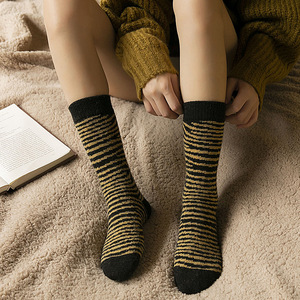 2020 Autumn/winter New Product Thickening Warm Personality Stripe 40% Wool Socks Women's Middle Tube Pile Socks 5 Pairs/pack
