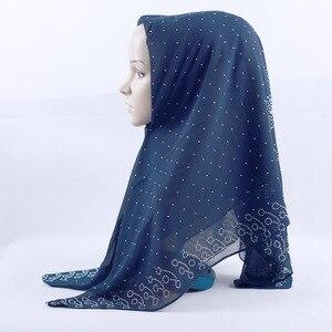 Image 5 - חדש לאומי סגנון פרל שיפון מוסלמי כיכר צעיף 105*105cm נשים של אופנה חרוזים כיסוי הראש