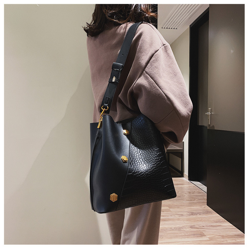 Casual Matte Patchwork Buckets Bag Women Designer Rivet Shoulder Bags Luxury Pu Wide Strap Crossbody Large Handbags Purses