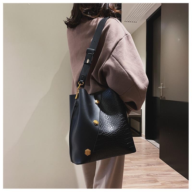 Casual Matte Patchwork Buckets Bag Women Designer Rivet Shoulder Bags Luxury Pu Wide Strap Crossbody Bag Large Handbags Purses