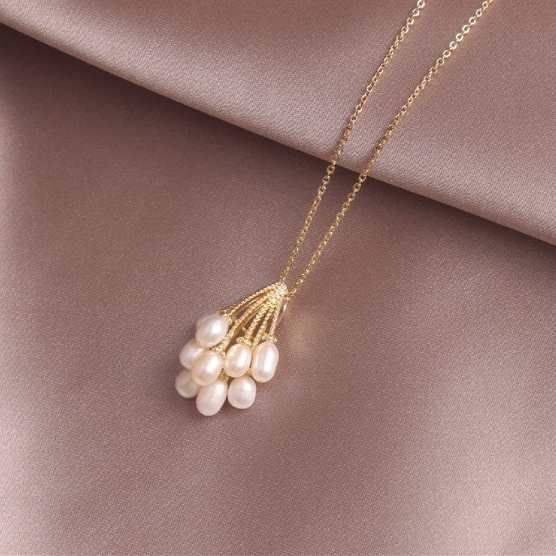 new design fashion jewelry high-end handmade natural freshwater pearl flower pendant golden elegant female prom party necklace