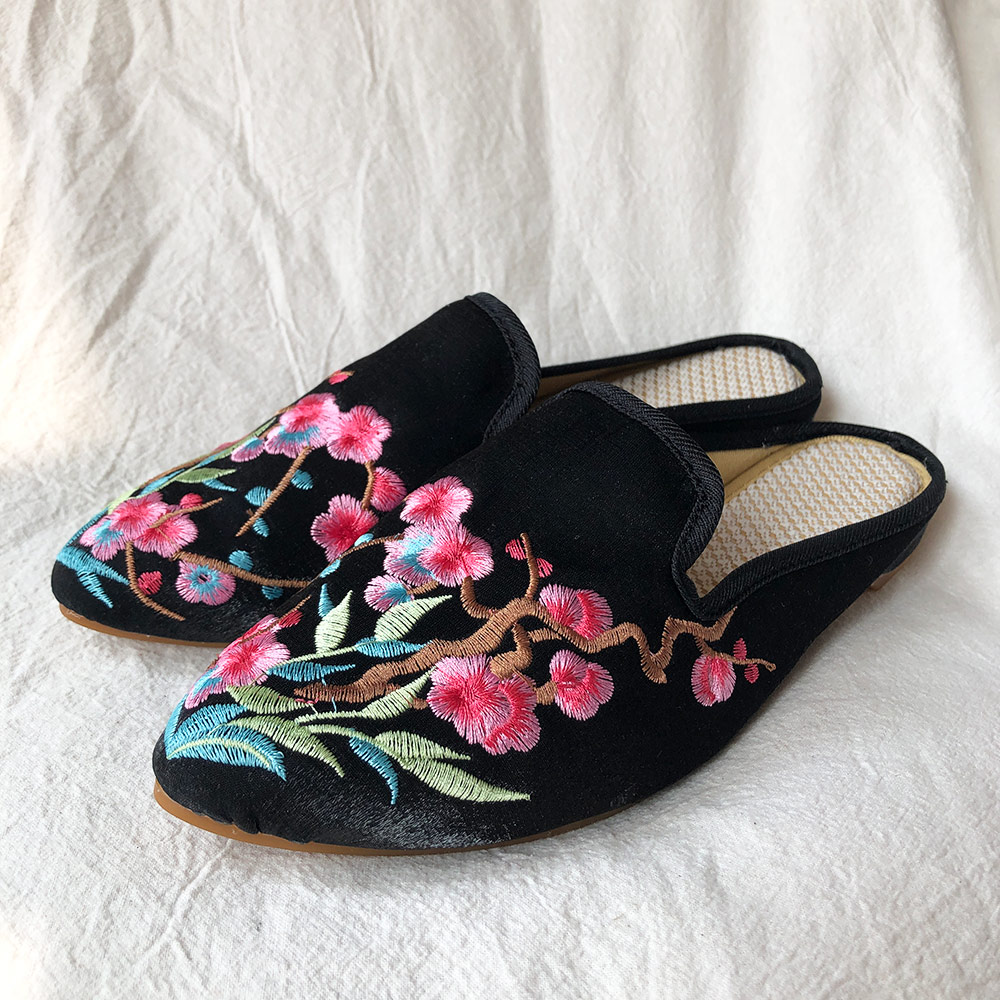 Close Pointed Toe Mules Slippers Velvet Coating Slippers Chinese Embroidered Shoes Summer Vintage Ladies Slip on Flat Shoes