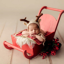 Full-moon Baby Shoot Accessories Christmas Red Sleigh Car Newborn Photography Props Creative Props Baby Photo Mini Sofa Bed Toy