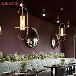 Recepcja mały żyrandol postmodernistyczne projektant lada do restauracji i baru w Wiszące lampki od Lampy i oświetlenie na