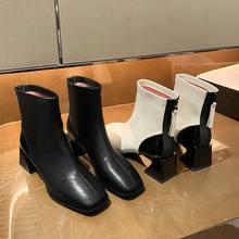 Ботинки мартинсы на квадратном каблуке женские осенние ботинки
