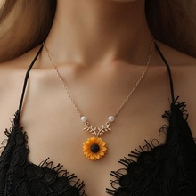 New Fashion Sunflower Pendant Necklaces for Women Creative Imitation Pearls Long Chain Necklace Statement Jewelry Gift fashion sunflower pendant necklaces for women creative imitation pearls long chain necklace statement jewelry