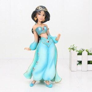 Image 2 - 19 سنتيمتر Q Posket الأميرة الشكل البلاستيكية الشكل دمية لعبة كعكة الزينة عمل البلاستيكية لعبة مجسمة