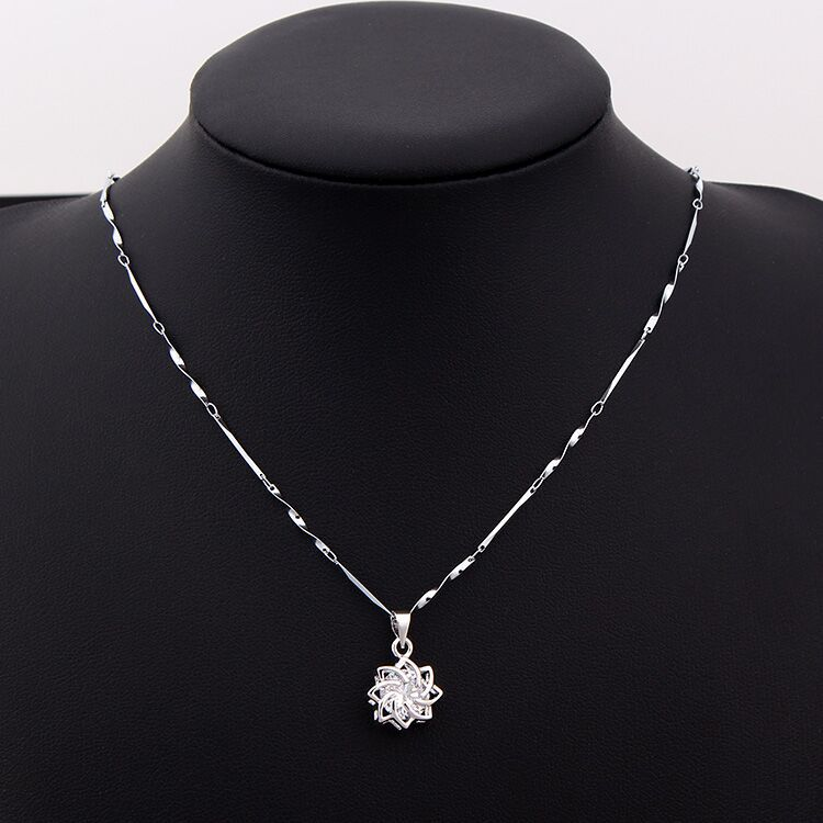 European and American trendy accessories clavicle chain with hollow flower zircon necklace for female party necklace wholesale