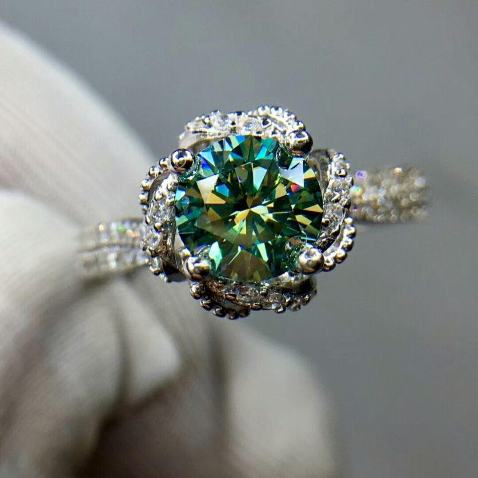 MDINA 1 Carat Green Moissanite Diamond Flower Ring for Women 925 Sterling Silver Fine Wedding Jewelry