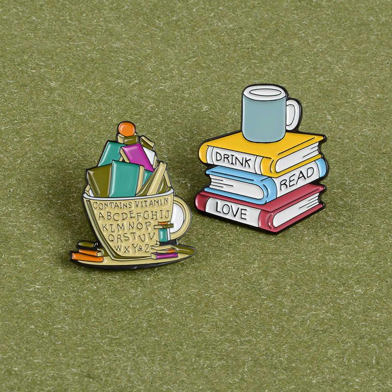 หนังสือและถ้วยเคลือบ pins หนังสือ Love เครื่องดื่มกาแฟเข็มกลัด Reader Bookworm ป้ายการ์ตูนตลกเครื่องประดับของขวัญขายส่ง
