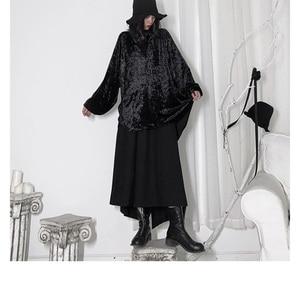 Image 5 - [EAM] 여성 블랙 벨벳 빅 사이즈 백 롱 블라우스 새로운 V 칼라 긴 소매 느슨한 맞춤 셔츠 패션 봄 가을 2020 19A a653
