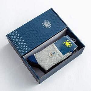 Image 2 - 2020 Mens Casual Stripe Plaid Gift Socks Solid Color Cotton Socks Deodorant Breathable Mens Socks 5 Pairs Beautiful Boxed