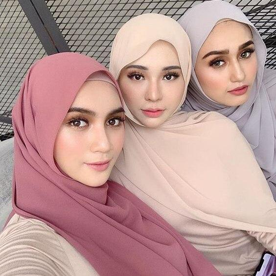 Sıcak 15 adet/grup çok kaliteli düz kabarcık şifon eşarp müslüman başörtüsü kız şapkalar sarar düz renk şal eşarp