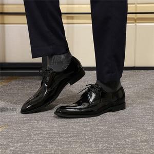 Image 2 - Erkekler Derby ayakkabı erkek siyah mavi Patent deri Patina el yapımı düğün elbisesi ayakkabı erkekler için Lace up resmi erkek resmi ayakkabı