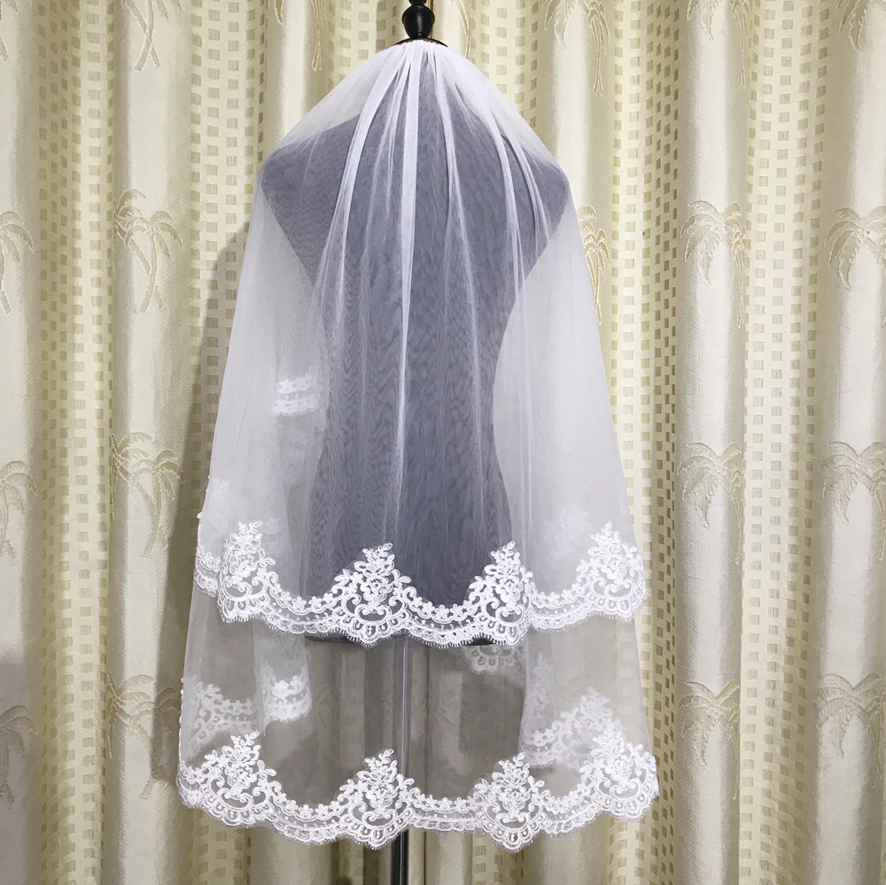 Elegant Two Layers Short Wedding Veils 2019 Fingertip Length White/Ivory Tulle Lace Edge Bridal Veils With Comb