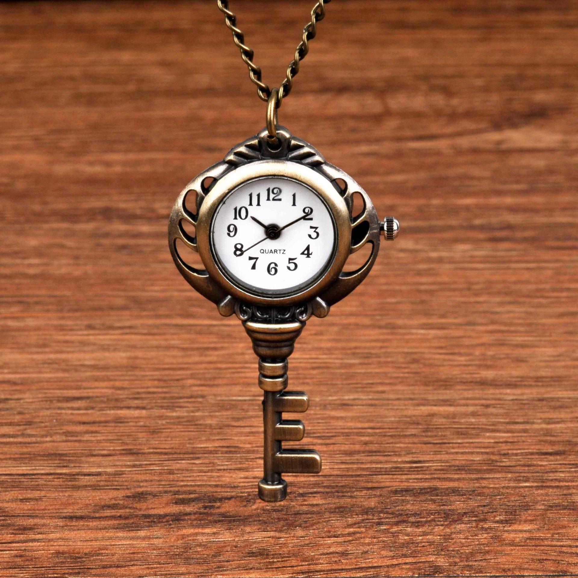 7053Small Quartz Pocket Watch Bronze Key Retro Personality Design Pocket Watch