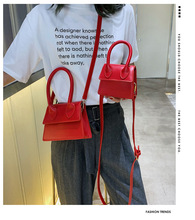купить Small bag female 2019 new Korean version of the handbag wild shoulder bag fashion texture small square bag по цене 1218.32 рублей
