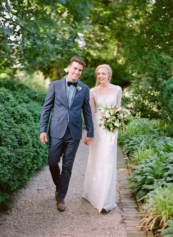 2018 Lace Scoop Long Sleeve Button Sweep Train Lace Applique Sheath Bridal Gown Vestido De Noiva Mother Of The Bride Dresses