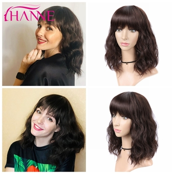 цена на HANNE Short Natural Wave Synthetic Hair Wig With Free Bangs Black or Brown Heat Resistant Fiber Wigs For Black/White Women